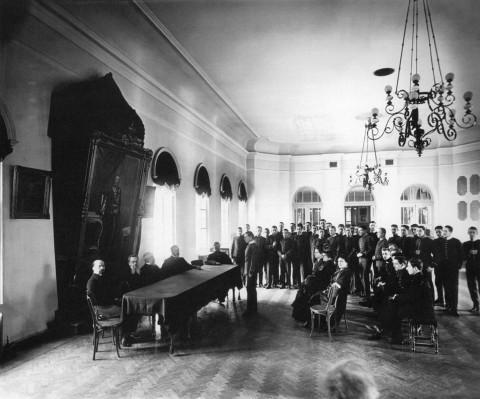 Булла К. К., На выпускном экзамене в актовом зале Императорского Александровского лицея. 1911.