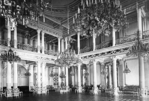 Интерьер зала дворца великого князя Михаила Николаевича на Дворцовой набережной, д. 18. 1900-е гг..