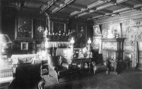 Интерьер гостиной дома князя Е. Л. Кочубея. 1906 г..