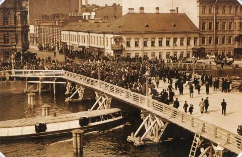 Булла К. К., Открытие временного Египетского моста на Фонтанке. 1905 год.