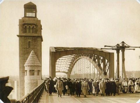 Булла К. К., Открытие моста Петра Великого (Большеохтинского моста) на Неве. 1911.