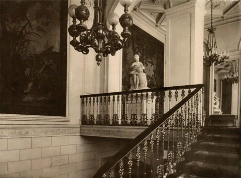 Парадная лестница. Вид на площадку бельэтажа. 1914.
