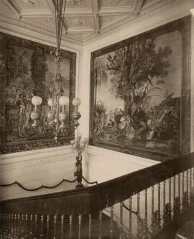 Парадная лестница. Вид с площадки бельэтажа. 1909.
