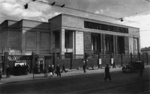 Рахмилович А., Кинотеатр «Москва», построенный на месте Екатерингофской церкви. 1929 г..
