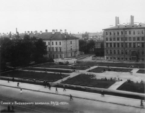 Неизвестный фотограф, Введенский сквер на месте разрушенного Введенского собора. 24.09.1934.