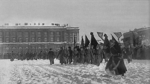 Булла В., Прохождение пехотных подразделений во время парада по площади Урицкого. 23.02.1919.
