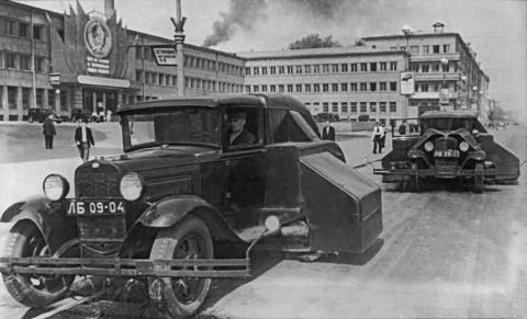 Хаикин Э., Новые подметальные машины на Международном проспекте. 13.06.1938.