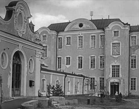 Главный подъезд больницы им. Мечникова. 27.07.1935.