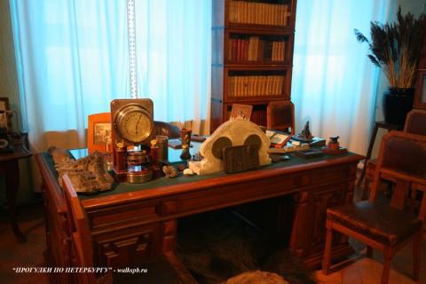 Рабочий стол С. М. Кирова. 2008.04.13.