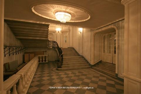 Вестибюль в особняке О. В. Серебряковой. 2009.03.21.