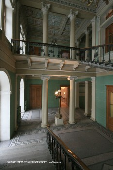 Парадная лестница в доме И. В. Пашкова. 2009.02.13.