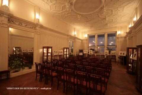 Белый зал в доме Ф. Г. Бажанова. 2009.02.02.
