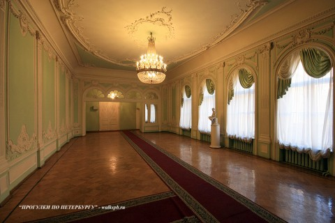 Зал в особняке С. С. Абамелек-Лазарева. 2009.03.27.