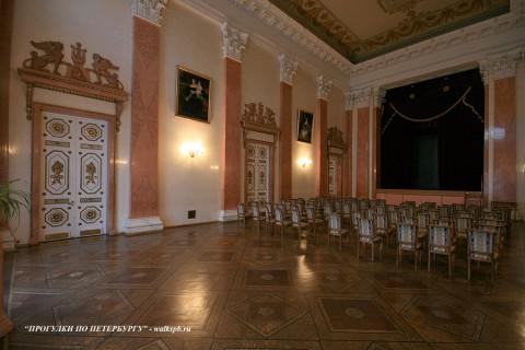Театральный зал в особняке С. С. Абамелек-Лазарева. 2009.03.27.