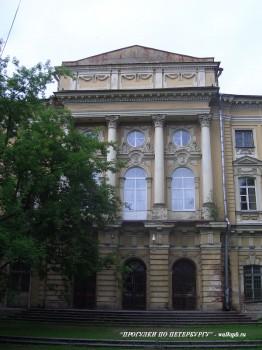 Дворовой фасад дворца Разумовского