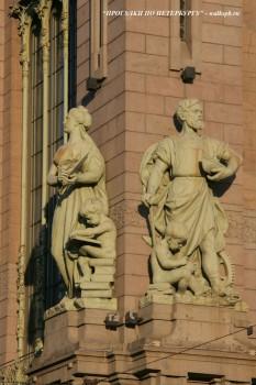 Чернега А.В., Скульптуры на фасаде Елисеевского магазина.