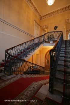 Парадная лестница в особняке Д. Е. Бенардаки. 2009.11.29.
