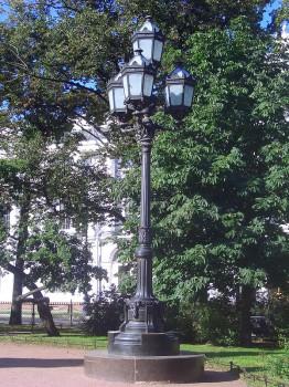 Фонарь в сквере на площади Островского. 2009.07.07.