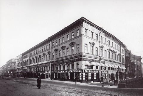 Булла К. К., Угловой фасад дома 18 по Невскому проспекту. Начало 1900-х годов.