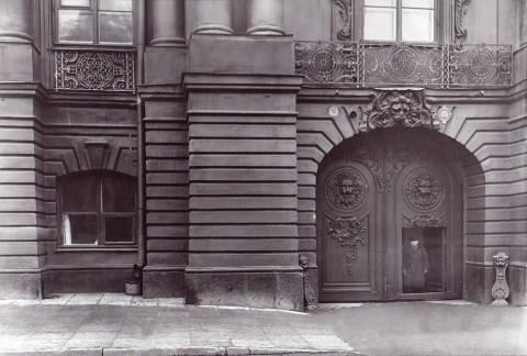 Булла К. К., Ворота Строгановского дворца (Невский проспект, 17). 1912 год.