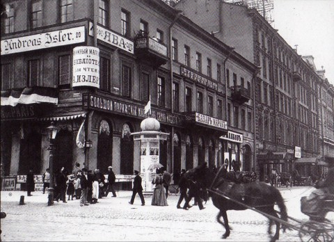 Булла К. К., Часть фасада дома 20 по Невскому проспекту. Начало 1900-х годов.