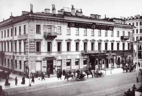 Неизвестный фотограф, Фасад дома 24 по Невскому проспекту. До 1908 года.