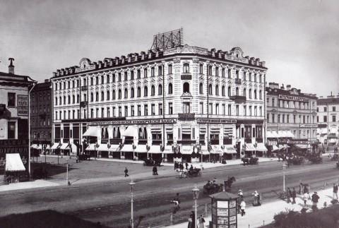 Неизвестный фотограф, Фасады домов 26 и 28 по Невскому проспекту. До 1902 года.