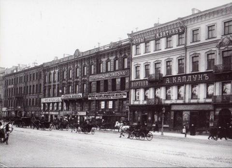 Неизвестный фотограф, Фасады домов 57, 59 и 61 по Невскому проспекту. 1900-е годы.