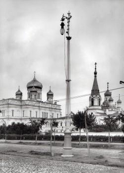 Фотоателье Буллы, Собор Воскресения Христова (слева) Воскресенского Новодевичьего монастыря. 1900-е годы.