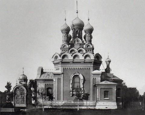 Неизвестный фотограф, Церковь пророка Илии на кладбище Воскресенского Новодевичьего монастыря. 1900-е годы.