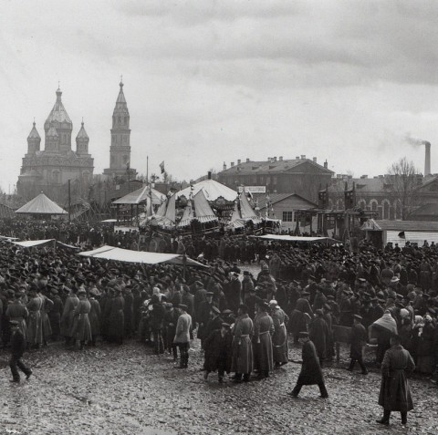 Неизвестный фотограф, Гулянье во время Пасхальной недели на Семёновском плацу. После 1898 года.