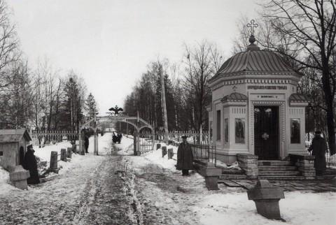 Фотоателье Буллы, Главные вороота и вход в Чесменскую богадельню Императора Николая I. 1900-е годы.