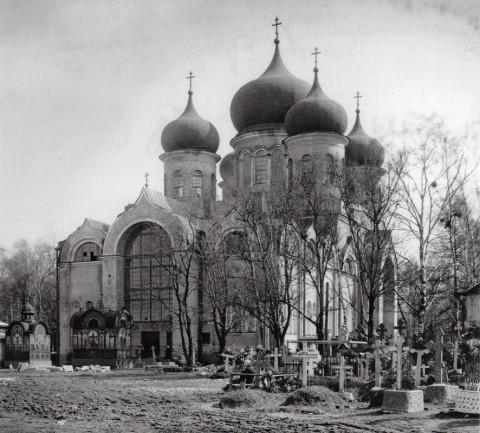 Неизвестный фотограф, Церковь Спаса Нерукотворного образа на Волковском православном кладбище. 1900-е годы.