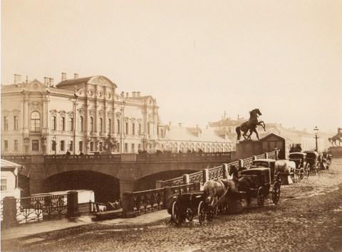 Неизвестный фотограф, Вид на Аничков мост и дворец Белосельских-Белозерских. 1880-е годы.