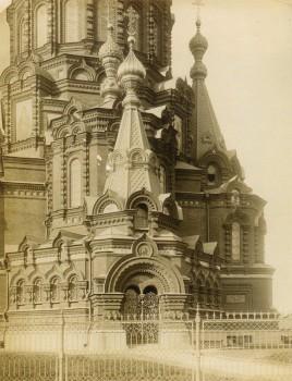 Неизвестный фотограф, Фрагмент фасада церкви Богоявления Господня на Гутуевском острове. 1880-е годы.