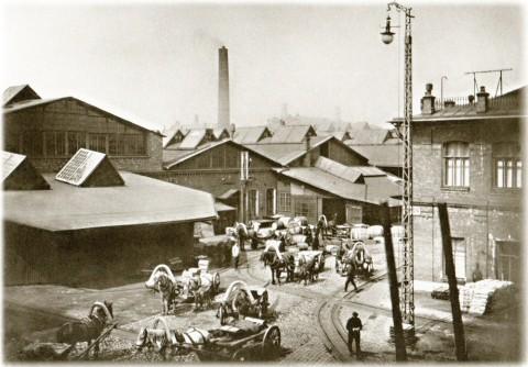 Неизвестный фотограф, Двор Меднопрокатного и трубного завода Акционерного общества. 1905-1906 годы.
