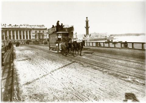 Фотоателье Буллы, Конка на Дворцовом мосту. 1905-1906 годы.
