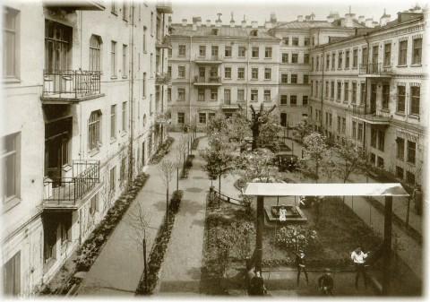 Фотоателье Буллы, Общий вид двора дома С. Х. Мельцера. 1913 год.