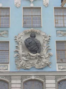 Фрагмент фасада здания Нахимовского училища. 2006.03.18.