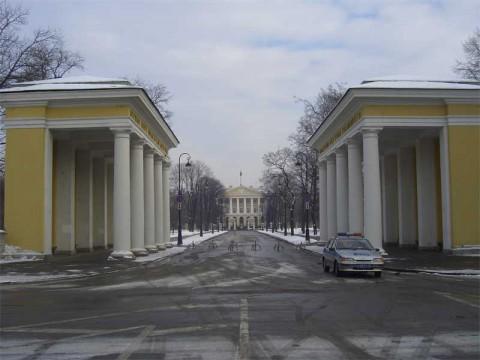 Пропилеи здания Смольного института. 2006.02.23.