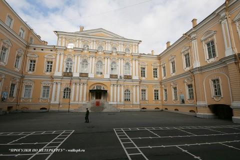 Чернега А.В., Внутренний двор Воронцовского дворца. 03.10.2009.