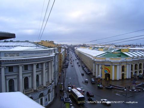 Перспеткива Садовой улицы от Невского проспекта в сторону Сенной площади.