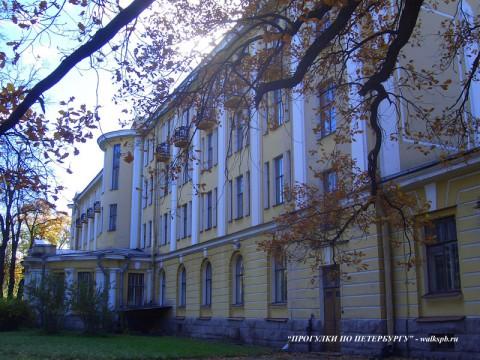 Ботанический сад, здание Библиотеки и Гербария.