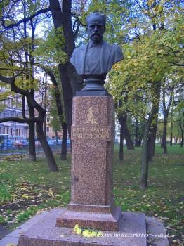 Бюст П. И. Чайковского в Таврическом саду.