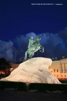 Памятник Петру I (Медный всадник) ночью