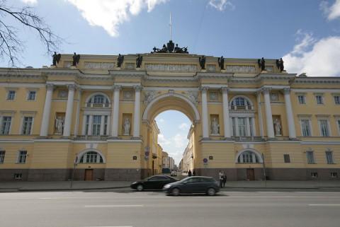 Арка здания Сената и Синода. 2011.04.30.