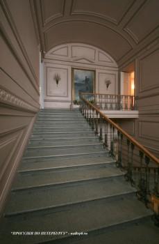 Парадная лестница Пушкинского дома.