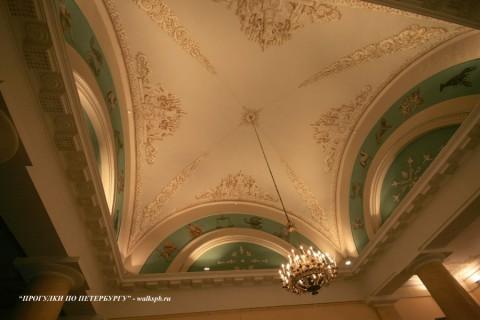 Плафон зала Пушкинского дома.