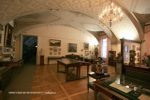 Выставочный зал в Пушкинском доме.