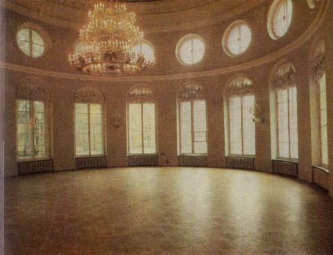 Овальная часть Колонного зала в Таврическом дворце.